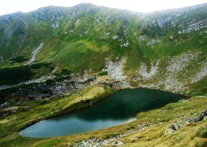 ozero-Brebeneskul-CHernogorskiy-hrebet-Karpatyi